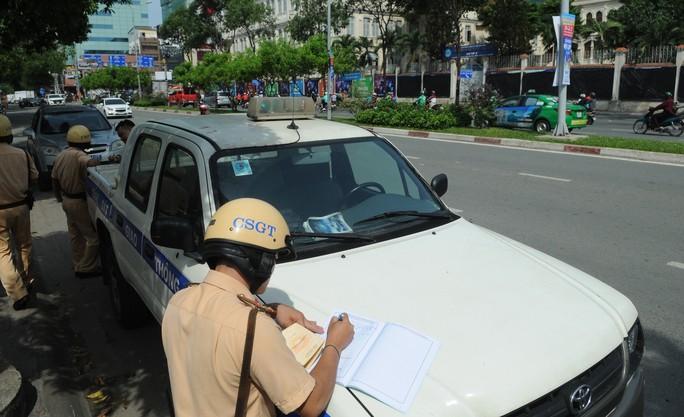 CSGT TP HCM bắt chết 708 xe trong ngày đầu ra quân tổng kiểm soát  - Ảnh 1.