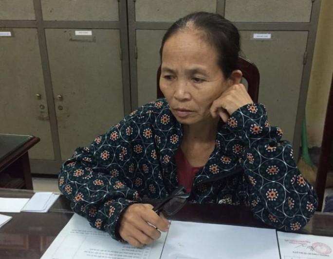 Nữ giáo viên về hưu ăn mặc quê mùa ôm 15 bánh heroin từ Nghệ An ra Nam Định - Ảnh 2.