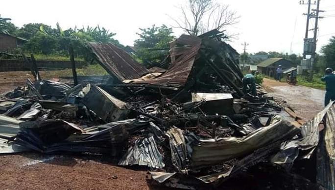 Sau tiếng nổ lớn, căn nhà bốc cháy, người phụ nữ bị phỏng nặng - Ảnh 2.