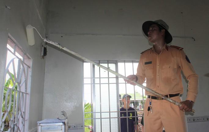 Sinh viên tình nguyện ở Bạc Liêu trao gà giống cho hộ dân khó khăn - Ảnh 3.