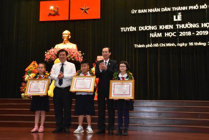 TP HCM tuyên dương 618 học sinh giỏi các cấp - Ảnh 1.