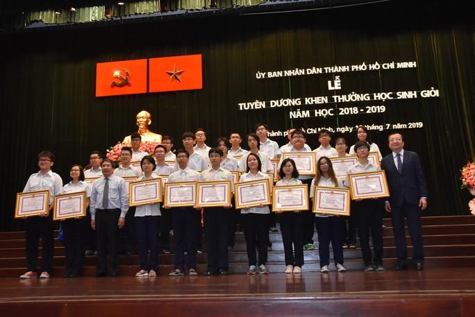 TP HCM tuyên dương 618 học sinh giỏi các cấp - Ảnh 2.