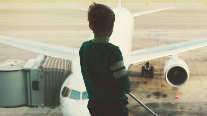 Giới chức Anh điều tra vụ bé trai 13 tuổi đi nhờ máy bay - Ảnh 1.