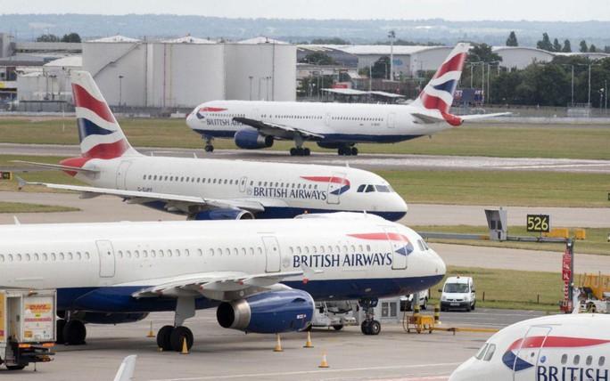 Giới chức Anh điều tra vụ bé trai 13 tuổi đi nhờ máy bay - Ảnh 2.