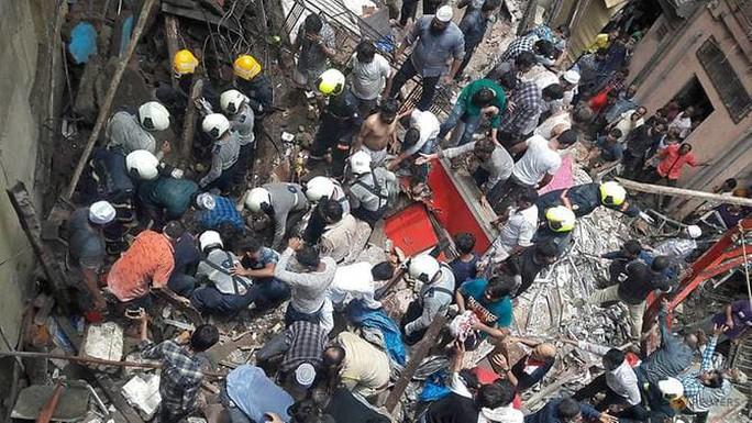 Ấn Độ: Sập tòa nhà 4 tầng, 4 người chết - Ảnh 1.