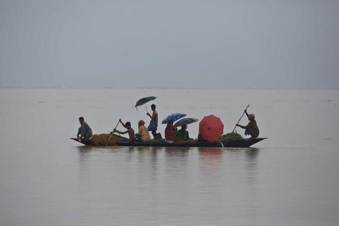 Lũ lụt khủng ở Nam Á, 180 người chết, hàng triệu người di dời - Ảnh 1.