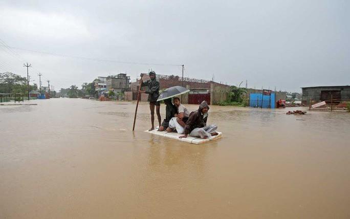 Lũ lụt khủng ở Nam Á, 180 người chết, hàng triệu người di dời - Ảnh 2.