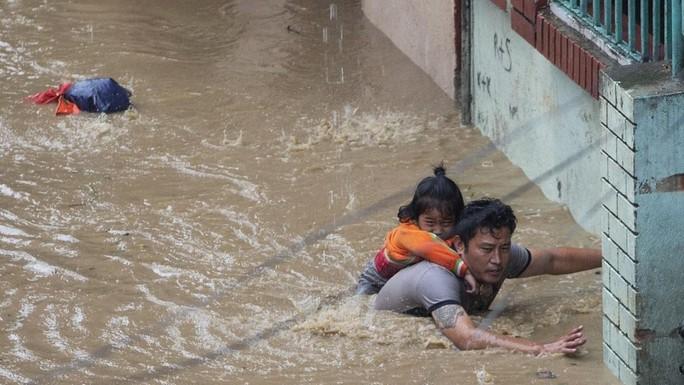 Lũ lụt khủng ở Nam Á, 180 người chết, hàng triệu người di dời - Ảnh 4.