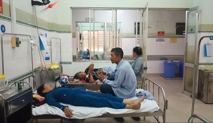 Bình Thuận: Xe khách đối đầu xe tải, hai tài xế chết kẹt trong ca-bin - Ảnh 3.