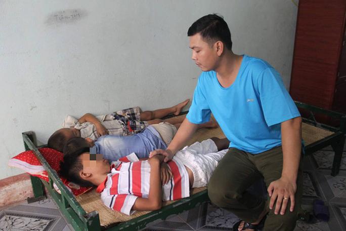 Sự thật về việc 3 cháu nhỏ bị bắt cóc đưa lên xe tải chở đi ở Nghệ An - Ảnh 1.