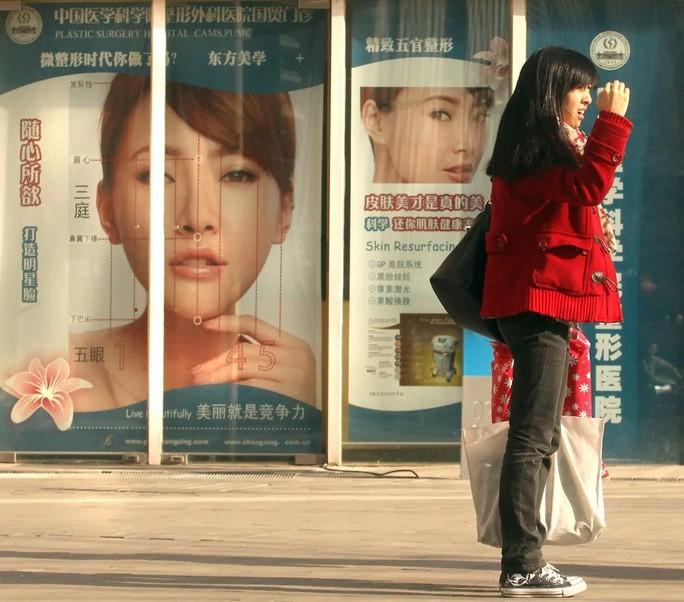 Giới trẻ Trung Quốc đua nhau nhờ dao kéo để cải thiện nhan sắc - Ảnh 2.