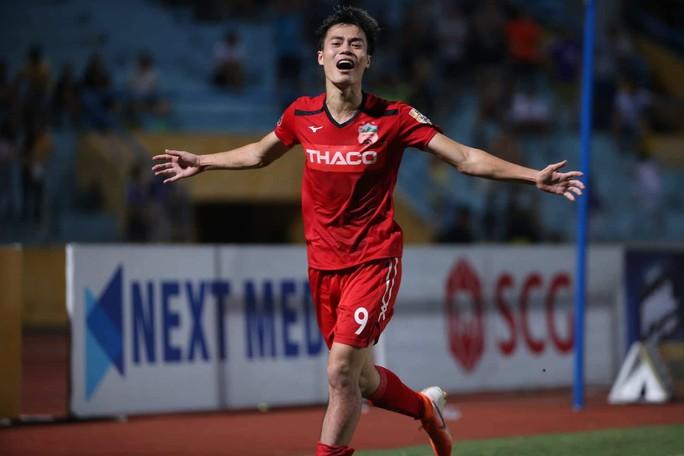 Clip: Văn Toàn ghi bàn phút cuối, Hà Nội FC lại mất điểm ở Hàng Đẫy - Ảnh 2.