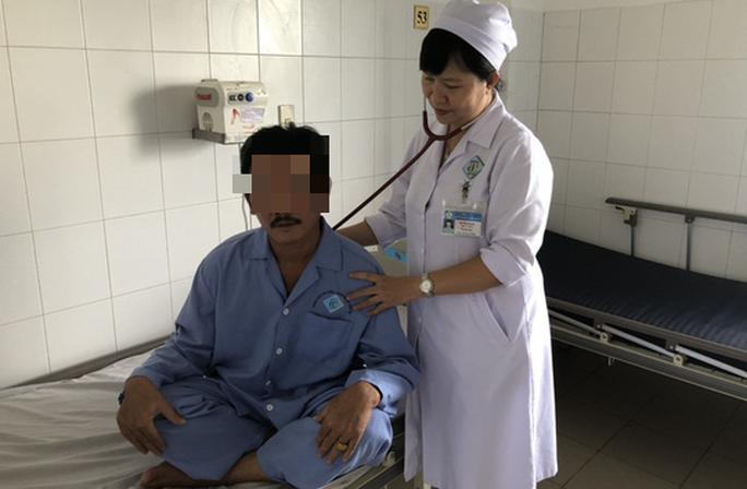 Nam bệnh nhân suýt chết vì hạt vú sữa nằm 1 tháng trong phế quản - Ảnh 1.