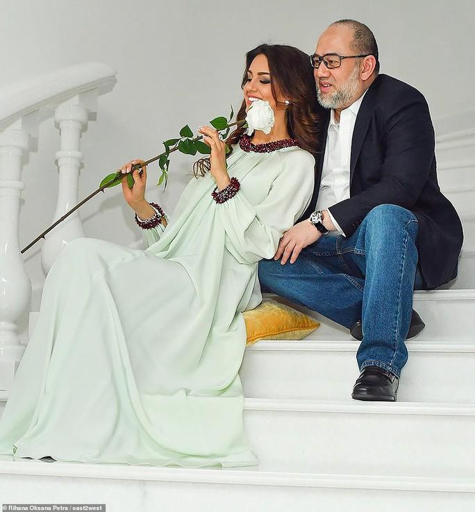 """Cựu hoa khôi Nga """"bóng gió"""" về nguyên nhân ly hôn với cựu Quốc vương Malaysia? - Ảnh 4."""