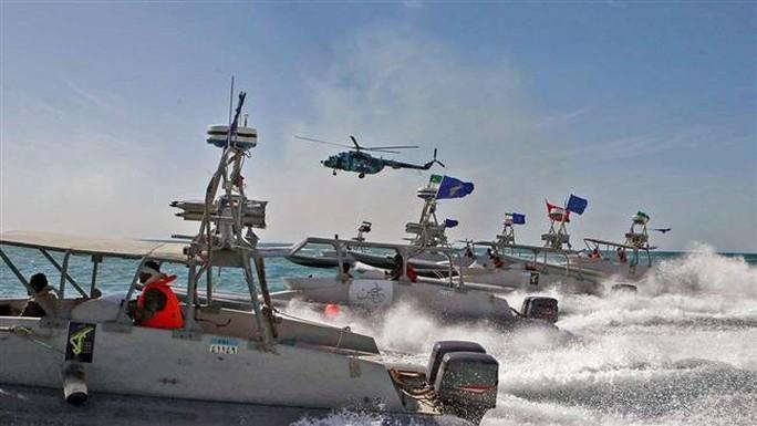 Iran bắt tàu chở dầu cùng 12 thủy thủ ở Vùng Vịnh - Ảnh 1.