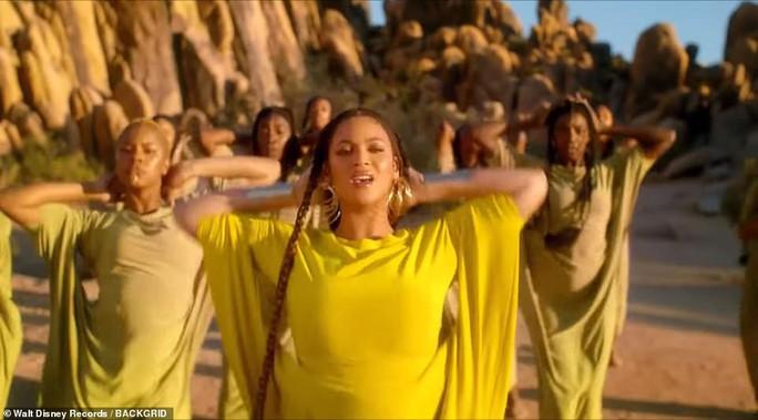 Ong chúa Beyonce được ngợi khen với thời trang sặc sỡ - Ảnh 10.