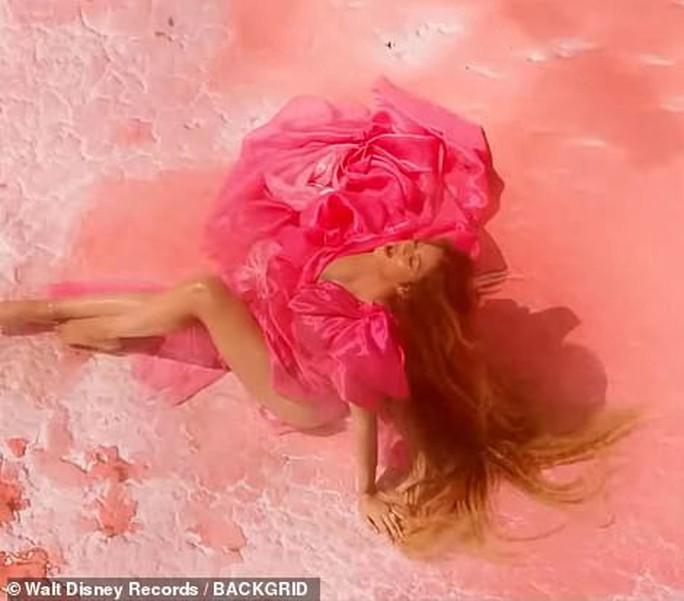 Ong chúa Beyonce được ngợi khen với thời trang sặc sỡ - Ảnh 7.