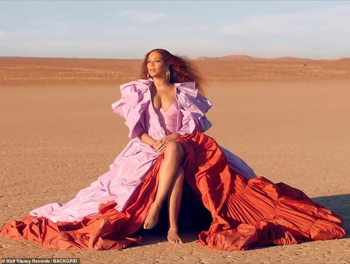 Ong chúa Beyonce được ngợi khen với thời trang sặc sỡ - Ảnh 1.