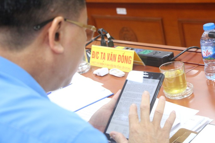 Tổng LĐLĐ Việt Nam tổ chức hội nghị không phát tài liệu bằng giấy - Ảnh 7.