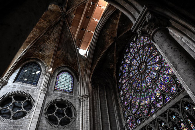 Nhà thờ Đức Bà Paris vẫn chưa đủ an toàn để được trùng tu - Ảnh 7.