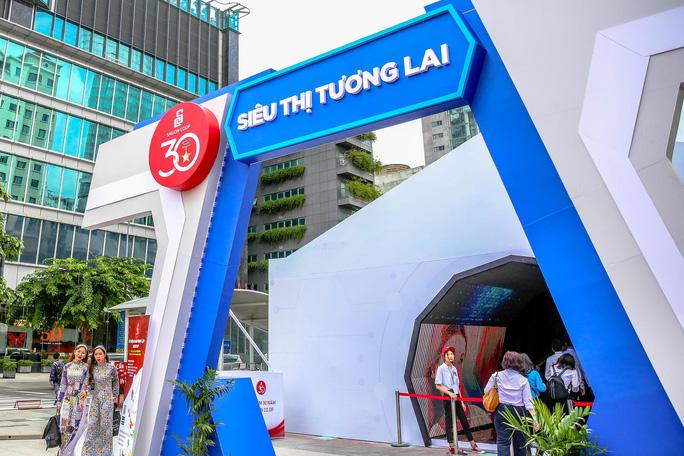 Khám phá bên trong siêu thị ảo đầu tiên tại Việt Nam - Ảnh 1.