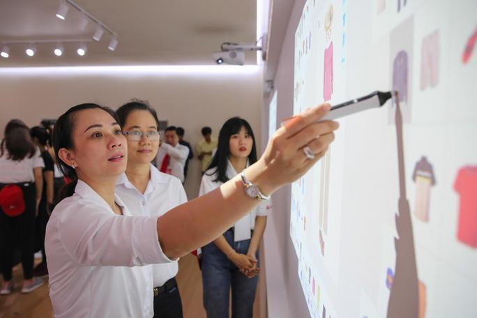 Khám phá bên trong siêu thị ảo đầu tiên tại Việt Nam - Ảnh 6.