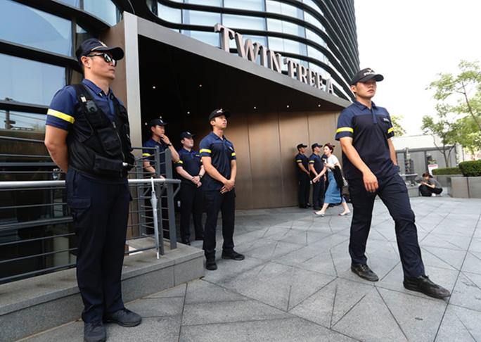 Cụ ông đốt xe tự thiêu gần Đại sứ quán Nhật Bản ở Hàn Quốc - Ảnh 2.
