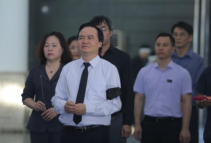 Thủ tướng Nguyễn Xuân Phúc tiễn biệt giáo sư Hoàng Tụy - Ảnh 16.