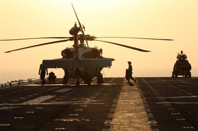 Mỹ tuyên bố bắn hạ máy bay không người lái của Iran - Ảnh 1.