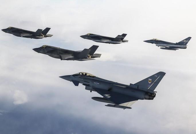 S-300 và S-400 có đánh bại máy bay tàng hình Mỹ? - Ảnh 2.