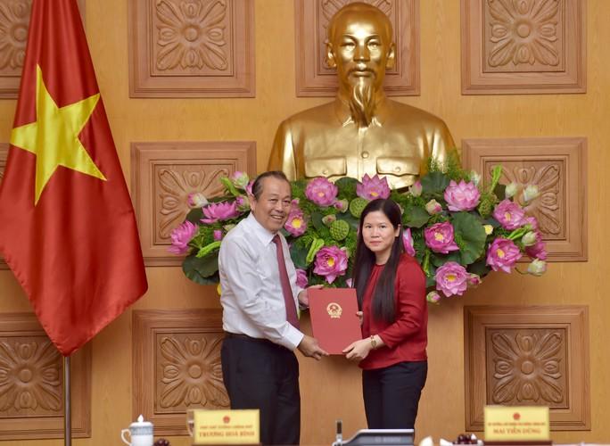 Các ông Vũ Viết Ngoạn, Nguyễn Văn Tùng nhận sổ hưu - Ảnh 1.