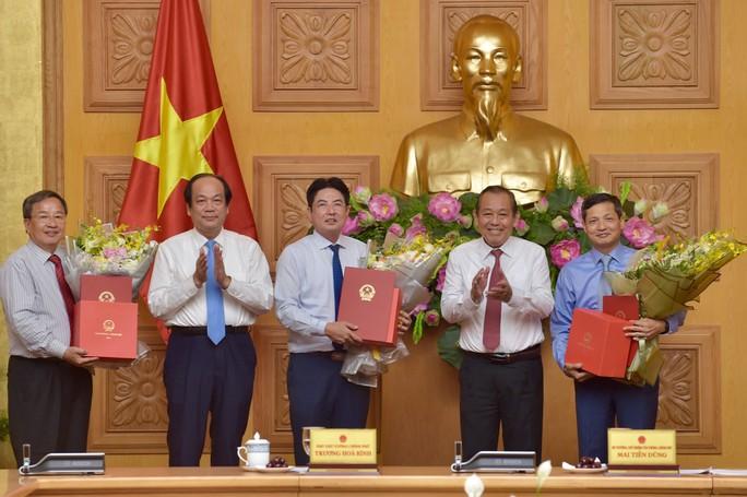 Các ông Vũ Viết Ngoạn, Nguyễn Văn Tùng nhận sổ hưu - Ảnh 2.