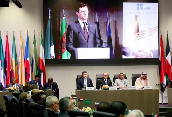 OPEC+ tiếp tục giảm sản lượng dầu - Ảnh 1.