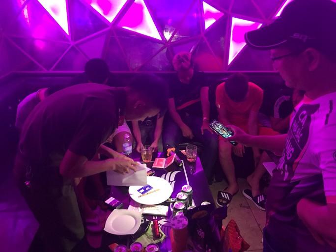 Bí mật trong quán karaoke Quỳnh Hương lúc rạng sáng - Ảnh 1.