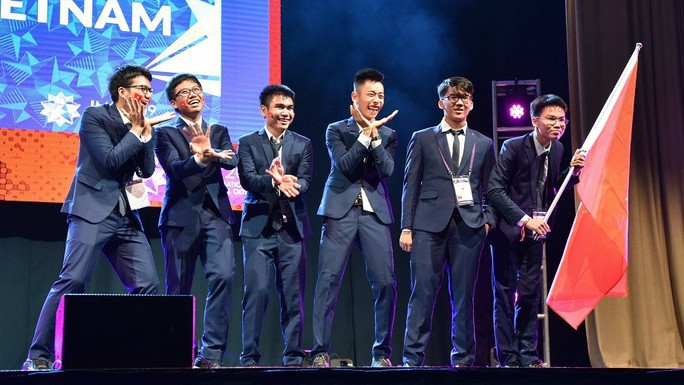 Việt Nam giành  2 huy chương vàng, 4 huy chương bạc Olympic toán quốc tế - Ảnh 1.