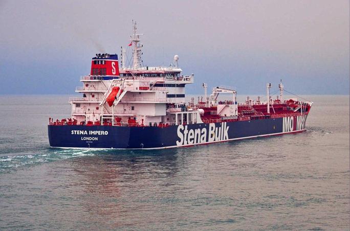 """Iran bắt tàu chở dầu """"ngay trước mặt tàu chiến Anh"""" - Ảnh 1."""