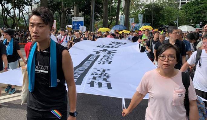 Hàng chục ngàn người Hồng Kông lại xuống đường biểu tình - Ảnh 2.