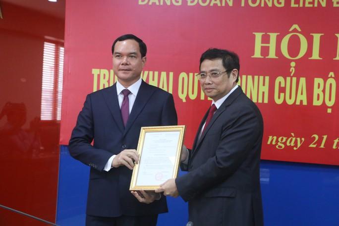 Bộ Chính trị chỉ định ông Nguyễn Đình Khang giữ chức Bí thư Đảng đoàn Tổng LĐLĐ Việt Nam - Ảnh 1.
