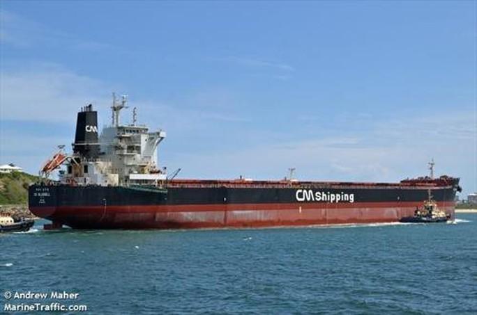 Tàu Hàn Quốc bị cướp biển tấn công gần Eo biển Singapore - Ảnh 1.