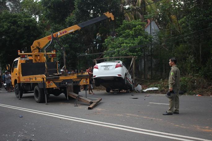 Taxi chạy tốc độ cao, lấn làn đường tông chết 2 cô cháu - Ảnh 3.