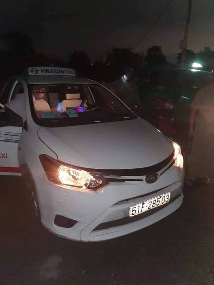 Hai đối tượng sát hại tài xế taxi Vinasun bị tóm gọn sau 20 giờ  lẩn trốn - Ảnh 1.