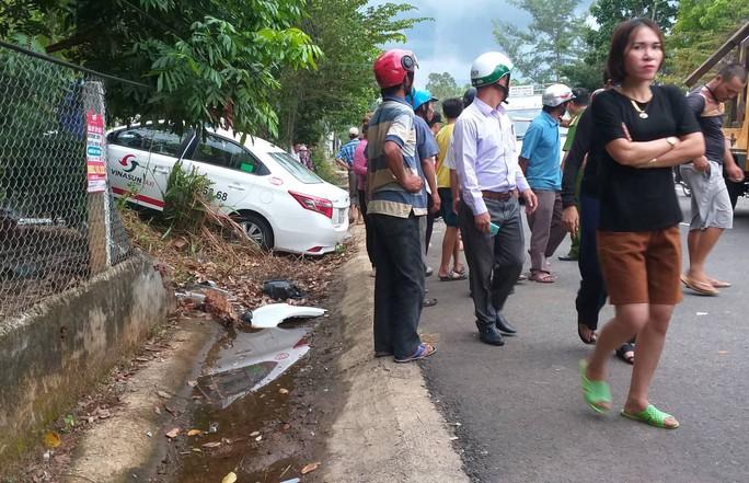 Taxi chạy tốc độ cao, lấn làn đường tông chết 2 cô cháu - Ảnh 2.