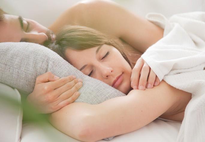 Làm điều này trước giờ lên giường 90 phút, khỏi lo mất ngủ - Ảnh 1.