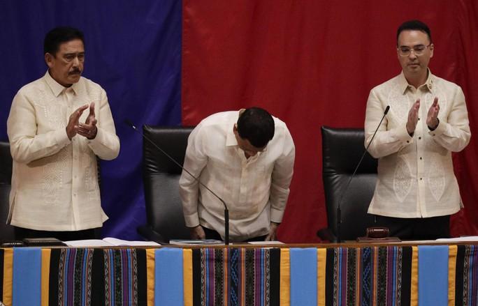Ông Duterte: Không thể ngăn được Trung Quốc đâu - Ảnh 1.
