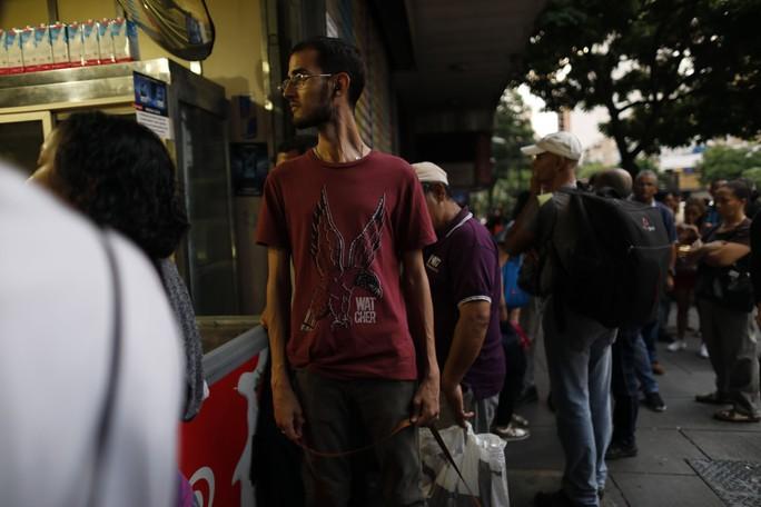 Venezuela đen như mực, đổ lỗi cho tấn công điện từ - Ảnh 1.