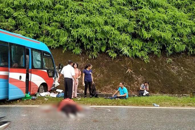 Lại xảy ra tai nạn giao thông đặc biệt nghiêm trọng, 2 người tử vong, 10 người bị thương - Ảnh 1.