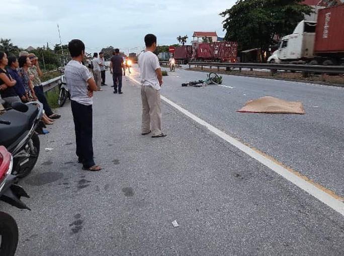 Tai nạn giao thông thảm khốc ở Hải Dương, ít nhất 5 người thiệt mạng - Ảnh 1.