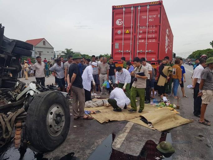 Khởi tố vụ án, tạm giữ tài xế gây tai nạn thảm khốc ở Hải Dương - Ảnh 1.