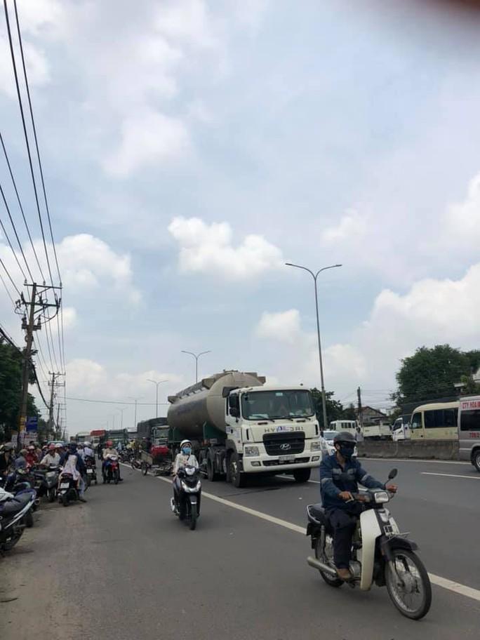 Trong buổi sáng, 2 vụ tai nạn khiến 2 người tử vong trên Quốc lộ 51 - Ảnh 1.