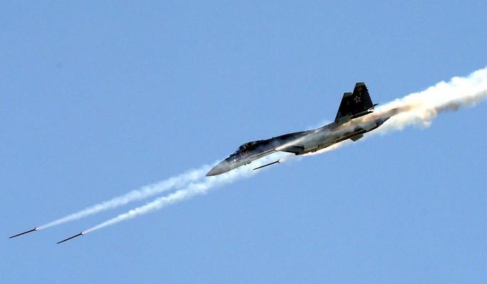 Trung Quốc diễn tập máy bay chiến đấu Su-35 trên biển Đông - Ảnh 1.